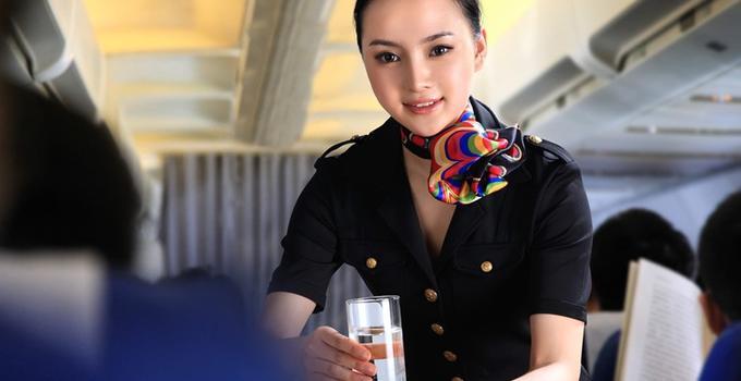 维珍空姐不再化妆怎么回事 维珍空姐为什么不再化妆原因揭秘