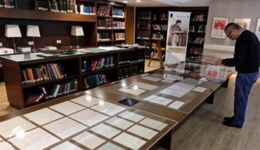 爱因斯坦手稿是怎么回事 爱因斯坦110份亲笔手稿被展出