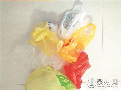 """""""限塑""""11年:塑料袋依旧盛行免费提供仍不少"""