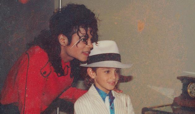 电台禁播迈克尔杰克逊歌曲怎么回事?电台为何禁播迈克尔杰克逊歌曲