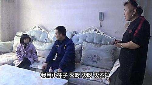 家中起火女童报警 还把3岁妹妹从火灾现场带至安全地带