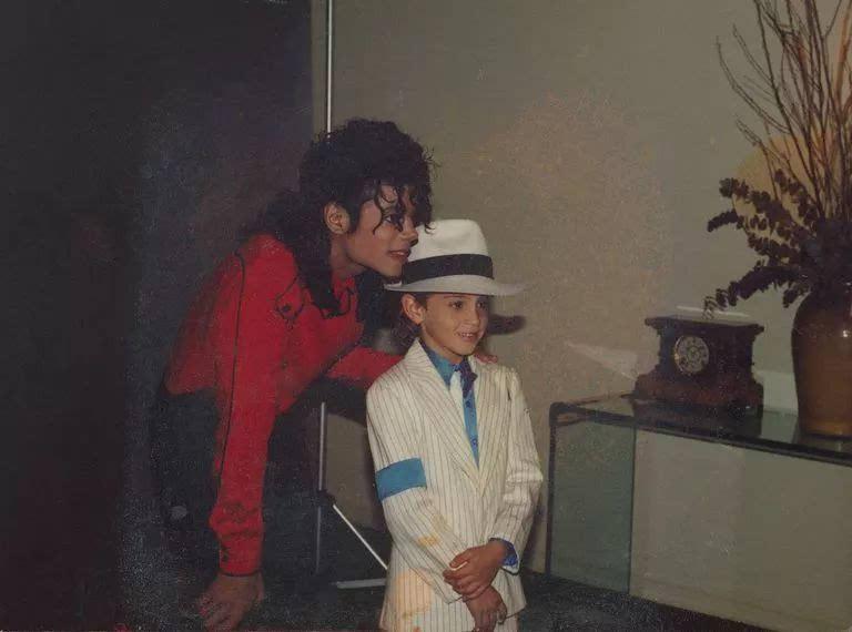 多国电台禁播迈克尔·杰克逊歌曲?一部纪录片就毁了一代巨星?