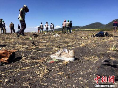 埃航坠机现场遍地残骸 客机坠落在埃塞俄比亚比绍夫图镇