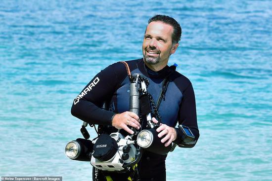 死里逃生!51岁潜水员被鲸鱼吞入又吐出惊心细节