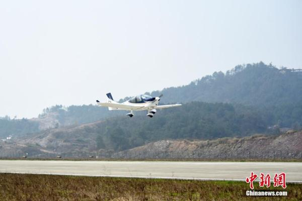 中国民企自主研制通用飞机GA20首次公开试飞