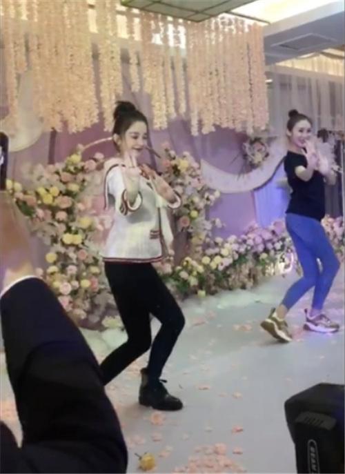 古力娜扎在闺蜜婚礼上舞蹈 身段惹起全部人细致