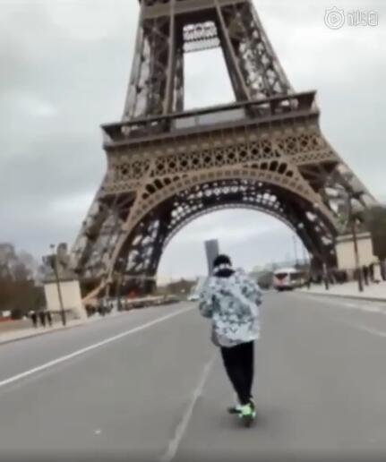 周杰伦骑滑板车游巴黎视频曝光 问我是不是该再写首歌呢网友炸了