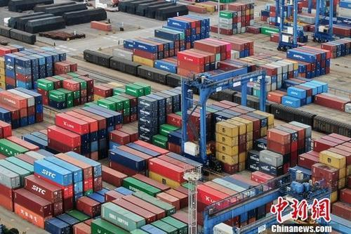 商务部:1-2月份收支口4.54万亿元 同比增长0.7%