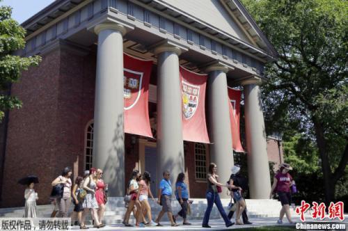 调查:哈佛招生涉歧视亚裔 美国大学校长怎么看