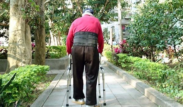 未来50年台湾老年人口数大增 青壮年扶养重担加重