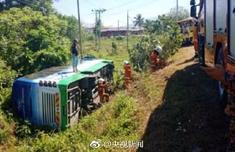 中國游客大巴翻覆最新消息 游客12男4女全部來自上海 4人受傷