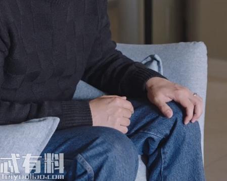 都挺好苏明哲为什么摸膝盖有何寓意 苏明哲也给吴非下跪过吗