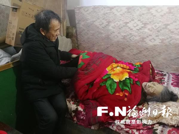 长乐陈友勤二十年如一日照料卧病在床的老母亲
