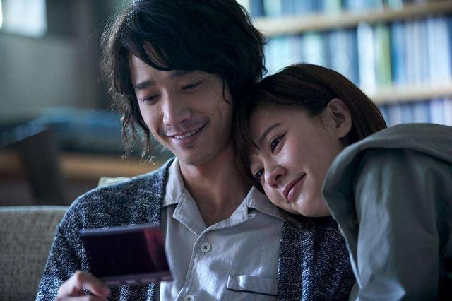《比伤心更伤心的故事》中韩主演比拟,两个女配角都嫁给了圈内子