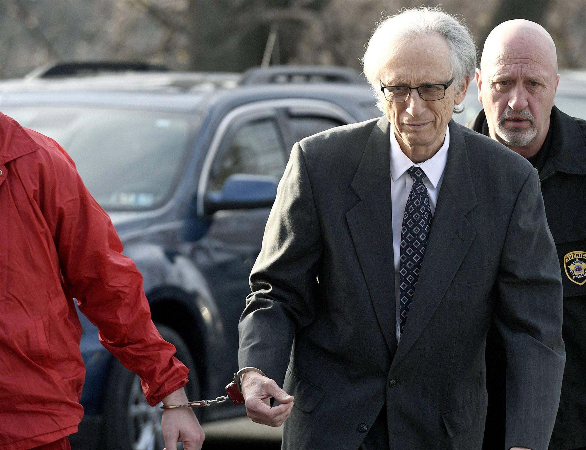 美国前儿科大夫获刑158年 使用诊疗性侵31名幼童