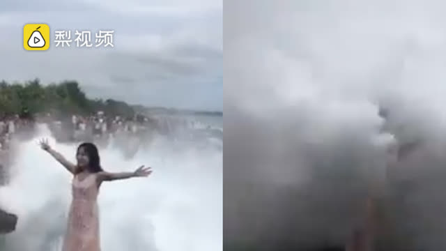 女游客巴厘岛摆拍被4米高海浪打下海 女游客最后怎么样了?