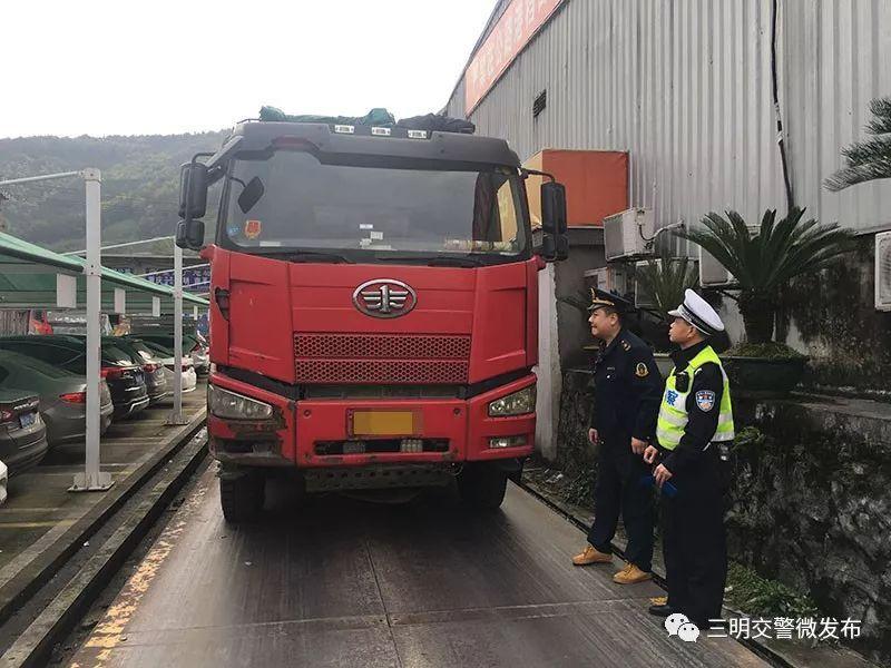 """超载300%以上 三明这位货车司机真""""疯狂"""""""