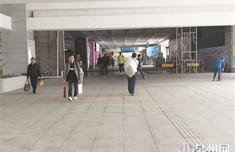 泉州火车站综合枢纽站:拉客仔扎堆依旧 乘客盼使用扶梯