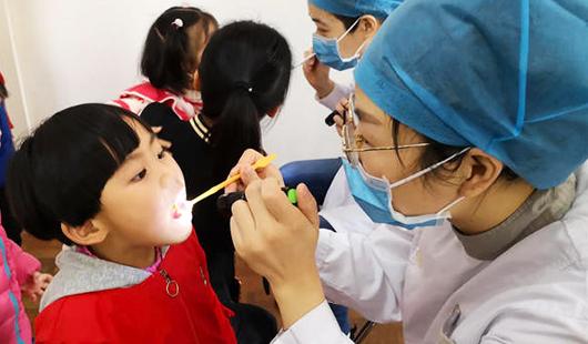 """世界口腔健康日:""""牙天使""""来到幼儿园"""