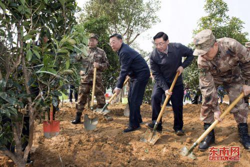 让子孙后代永享绿水青山 福建省军民参加全民义务植树活动