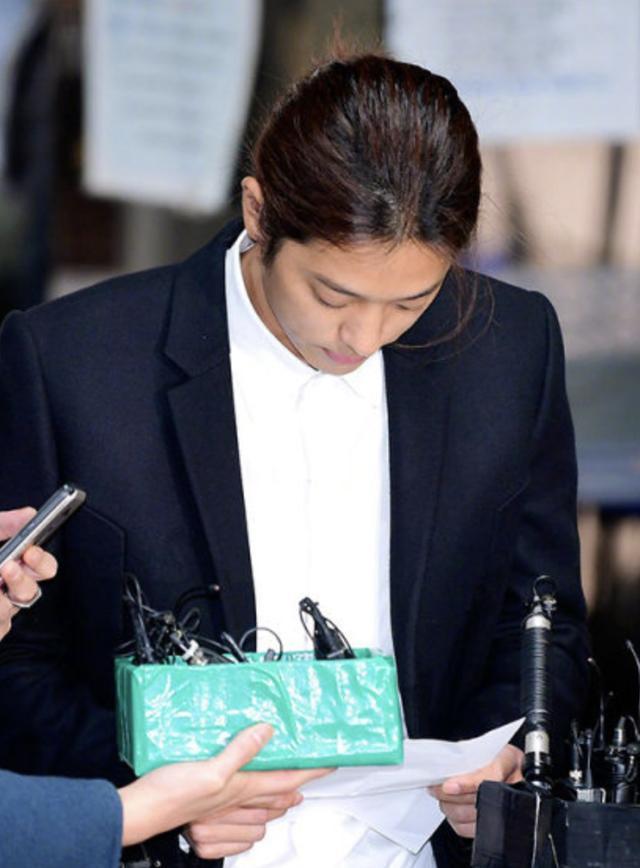 郑俊英承认所有嫌疑 将面临最长七年半的有期徒刑