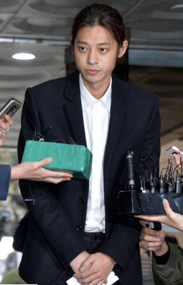 郑俊英承认所有嫌疑现场鞠躬道歉:再次谢罪,会反省着生活
