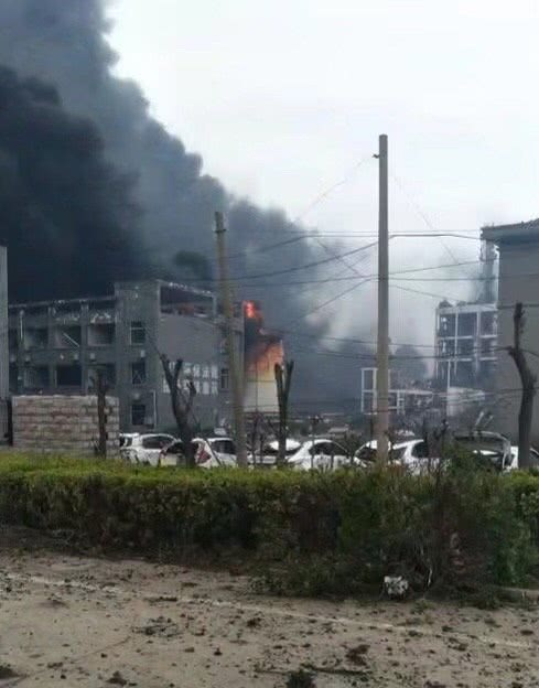 【江苏盐城化工厂爆炸事件视频】江苏盐城化工厂爆炸严重吗?化工厂爆炸原因揭秘有多少人受伤