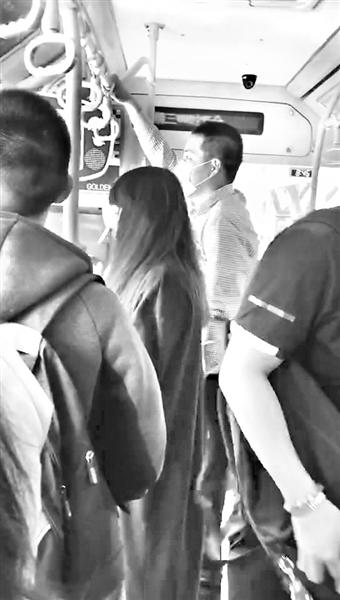 """【福州一男子见义勇为反被拘留】福州一男子假冒公交司机亲戚 屡坐""""霸王车"""""""