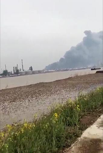 盐城化工厂爆炸现场图曝光浓烟滚滚 盐城化工厂爆炸造成什么后果
