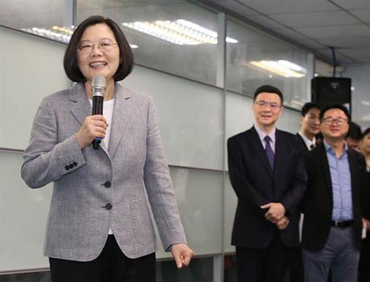 蔡英文呛韩国瑜多关心市政 被网友扒出过往事迹狠打脸