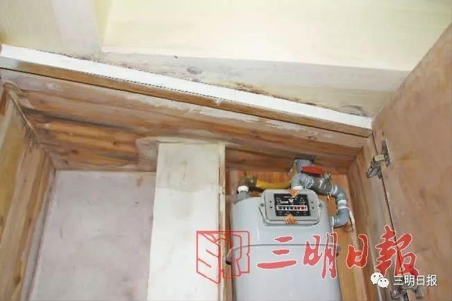 三明外滩一号一户主房顶漏水5年 天花板大面积渗漏