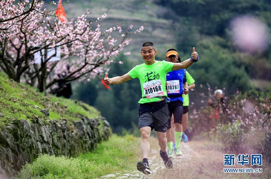 2019海峡两岸桃花马拉松赛在宁波奉化举行