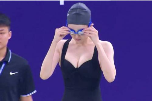 于小彤女友陈小纭胸是多大的?陈小纭多大年龄资料游泳照片
