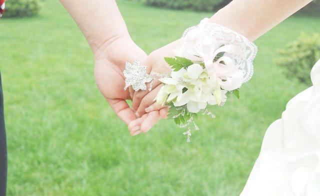 婚礼现场看到丈母娘给的陪嫁,我当场悔婚