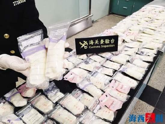 男子携带162袋母乳欲入境 被厦门海关截获