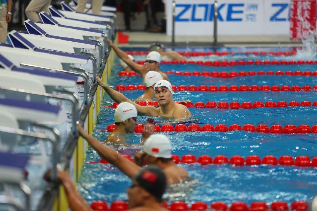 傅园慧100米仰泳冠军 闫子贝刷新纪录