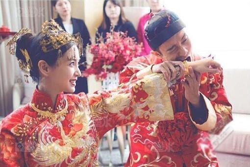 中式婚礼能有多美 看新娘的礼服和首饰