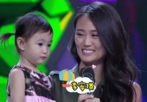 李小鹏回应妻子不说中文说了什么?李小鹏妻子为什么不说中文