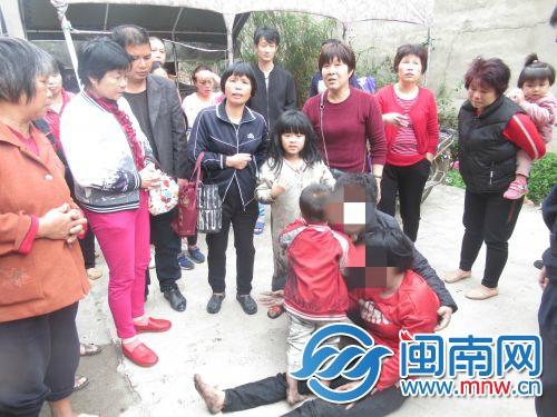 南安:一四层民房着火 9名被困人员被救出无受伤