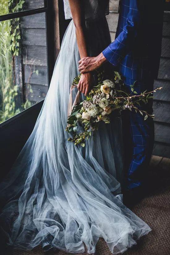 如梦似梦 手工染色婚纱带你走入云山深处