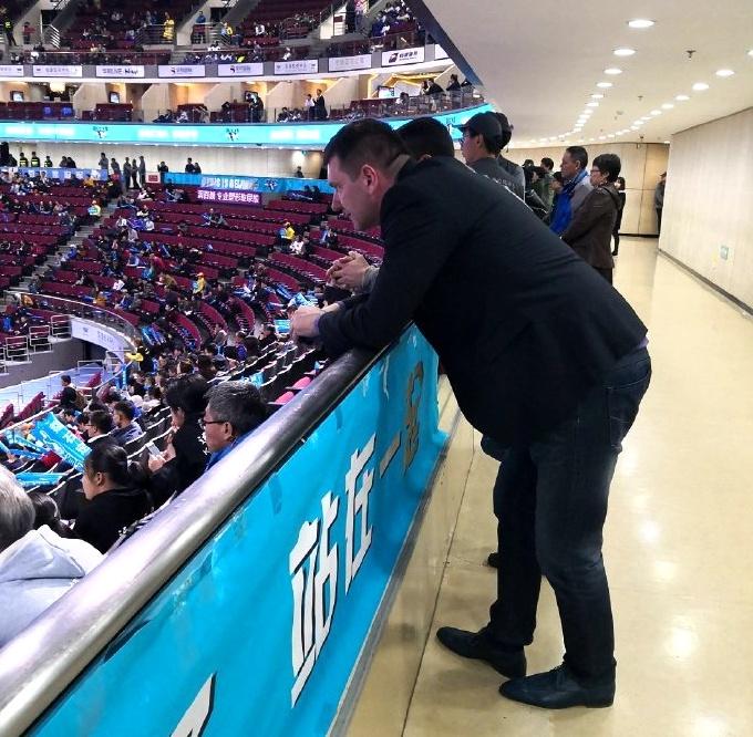 凯撒现身北京五棵松观赛季后赛 透露希望重返CBA