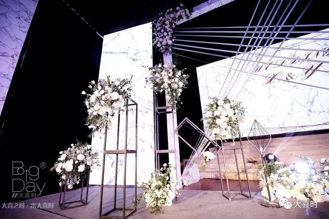 紧急情况!婚礼当天婚纱上出现污渍怎么办?