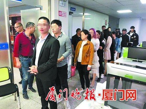"""拉一人进群获利30至50元 奔驰男甘做""""小弟""""替人行骗"""