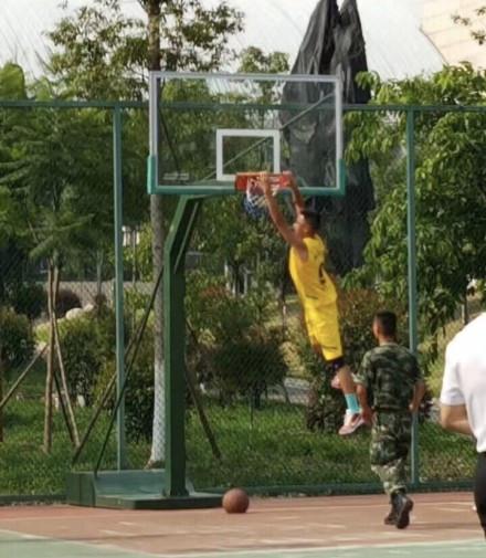 凉山火灾牺牲消防员刘代旭是詹姆斯铁粉 愿天堂也有篮球!