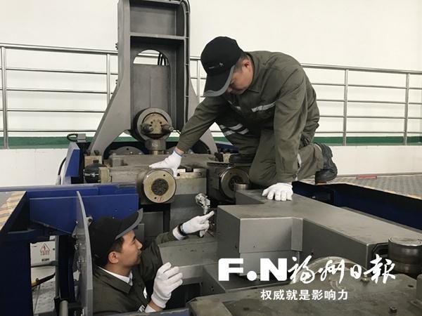 福州地铁2号线设备操作维修员周江北和李旭强的师徒故事