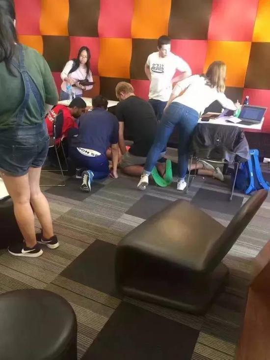 UQ女学生图书馆内晕倒在地 留学生如何克服压力