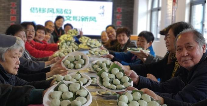 老福州坊巷里制作菠菠粿 感受清明特有民俗