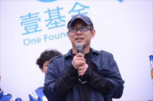 """李连杰抵港捐款 向""""母亲的抉择""""捐赠100万元"""