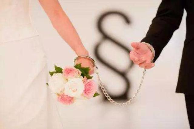 闪婚闪离后 我开着奔驰去参加前夫婚礼看到新娘我输了