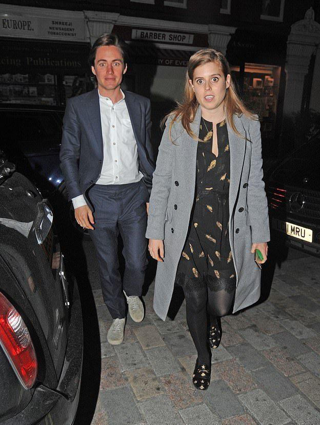 英国公主和男友恩爱外出 一身灰大衣气场足